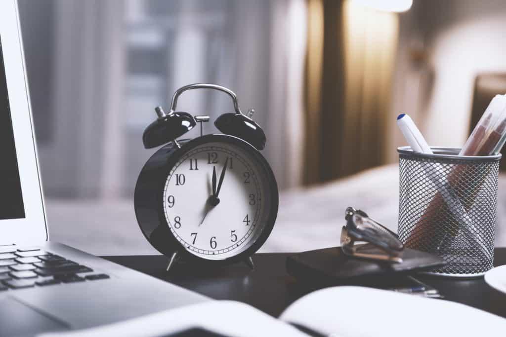 black-twin-bell-alarm-desk-clock-on-table-714701